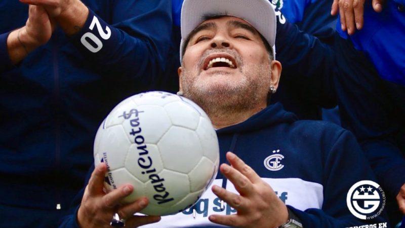 «Hoy me sentí en el cielo», aseguró Maradona en su presentación como entrenador de Gimnasia