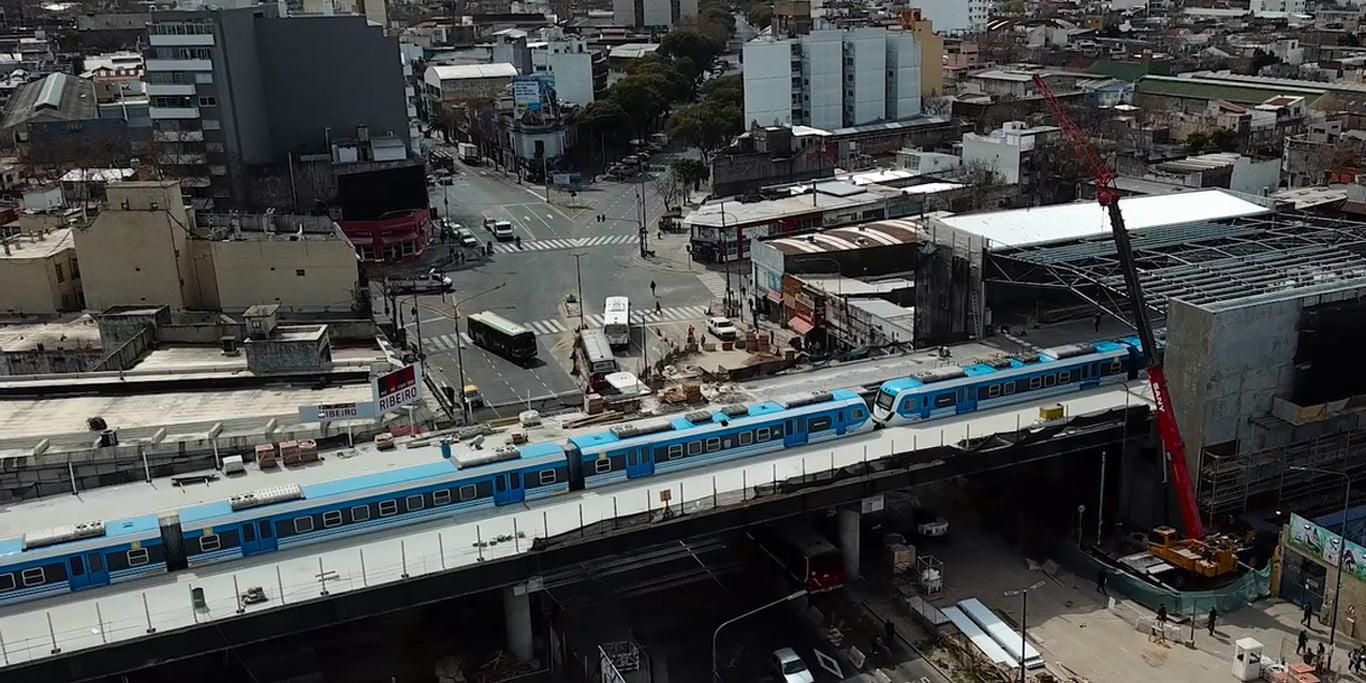 El tren Belgrano Sur ya circula elevado sobre la avenida Sáenz