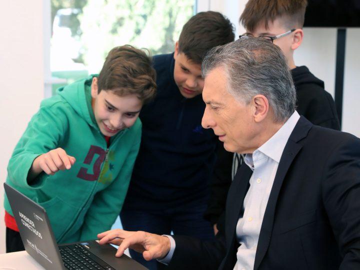 Macri recibió a los equipos campeones del Maratón Nacional de Programación y Robótica