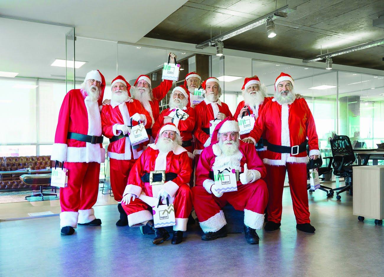 Esta vez fueron los Papá Noeles los que recibieron los regalos