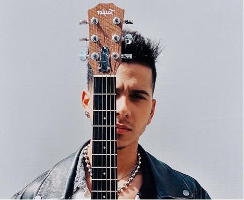 Finol presenta su nuevo single y video  «Cositas raras»