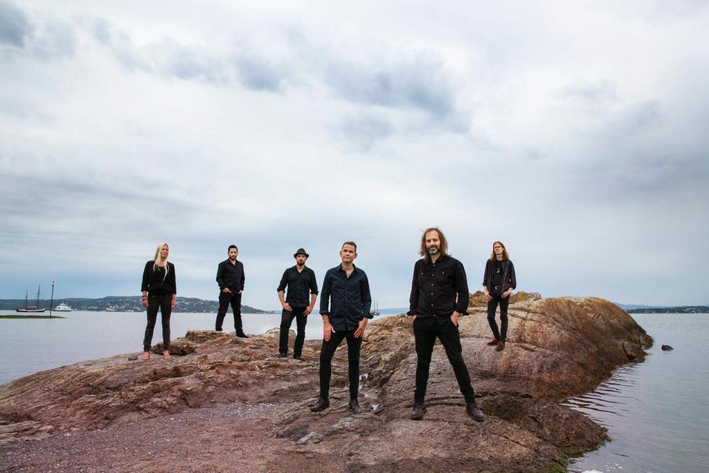 Chango Spasiuk & Per Einar Watle presentan hoy el disco grabado en Noruega «Hielo Azul Tierra Roja»